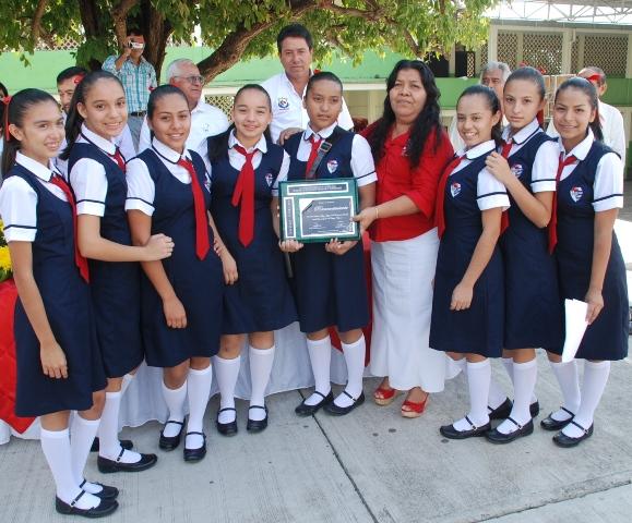 Estudiantes De La Mira Ganan Concurso De Escoltas