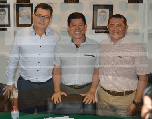 Guillermo Godoy, Tesorero; Armando Carrillo, Alcalde y Silvestre Sandoval, Secretario del Ayuntamiento